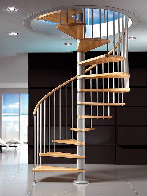 Las escaleras en las viviendas a la obra maestros Disenos de escaleras en espacios reducidos