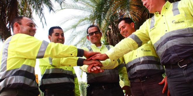 Los trabajadores de Holcim aportan un día de salario